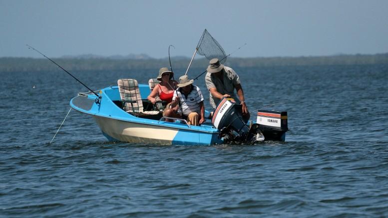folk der er ude at fiske